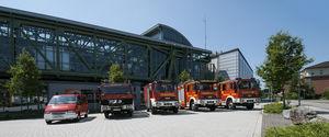 Die Fahrzeuge des LZ Wuppertal-Vohwinkel vor der Schwebebahnhaltestelle