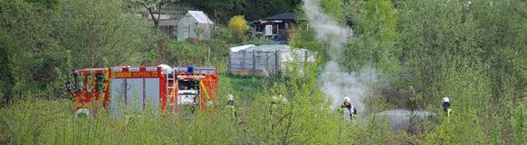 Archivbild: Die Feuerwehr Wuppertal im Einsatz zur Bekämpfung eines Wiesenfeuers
