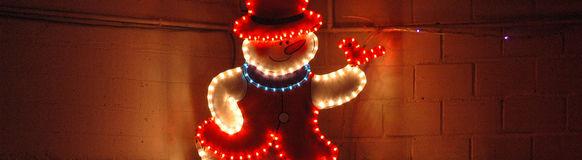 Weihnachtsbaumverkauf bei Amoflor: Die Feuerwehr Vohwinkel sorgt während der Suche nach der perfekten Tanne für das leibliche Wohl