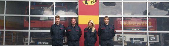 Vier angehende Feuerwehrleute aus Vohwinkel haben den ersten Teil des Grundlehrgangs bestanden